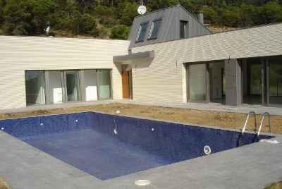 Maison neuve splendide avec piscine.